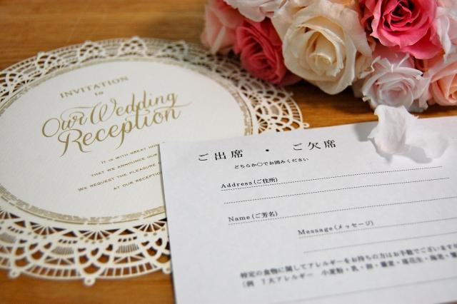 結婚式の受付は、ゲストカードと芳名帳のどっちを選べば良いの?