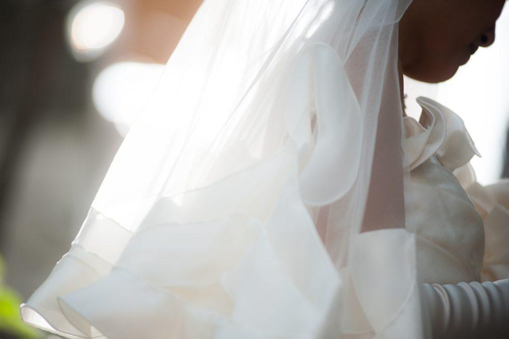 結婚式までに背中ニキビを治すにはどうしたらいいの?エステは?