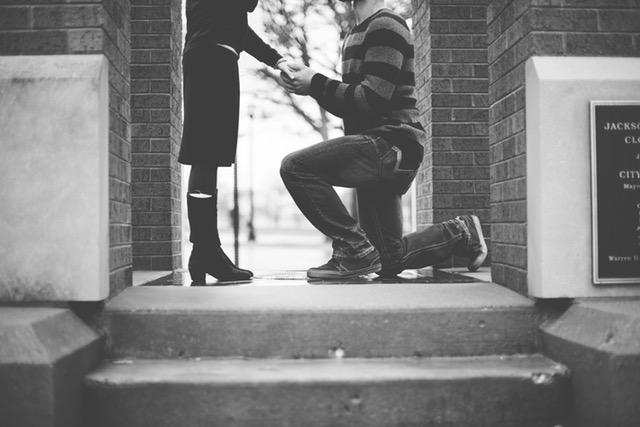 付き合って一年未満でプロポーズして良い?断られる可能性はある?